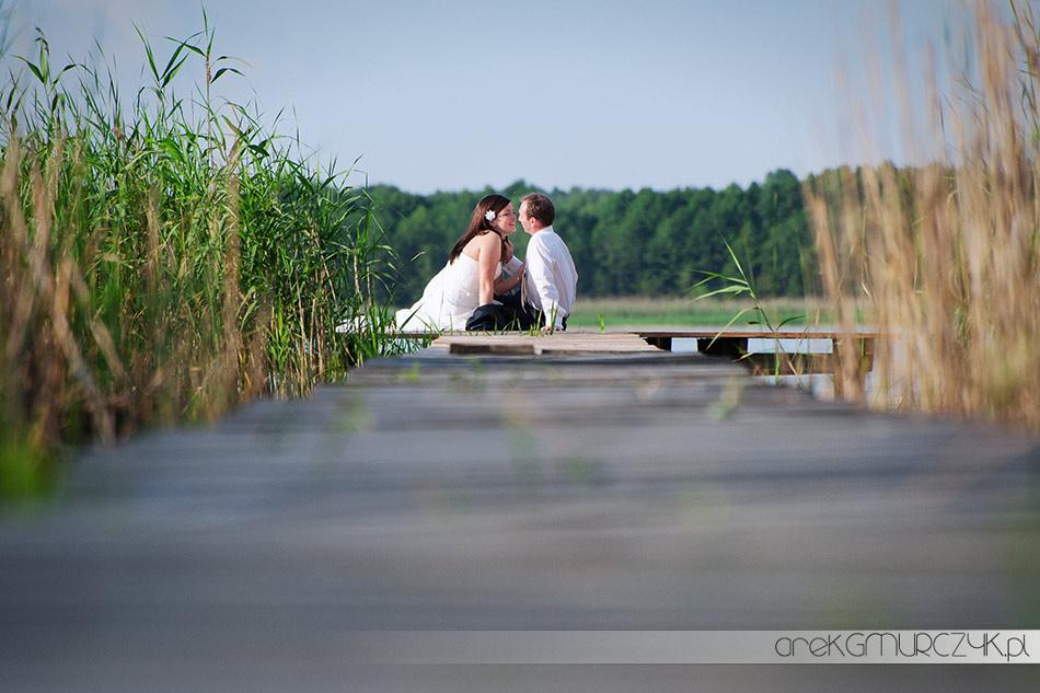 sesja ślubna nad jeziorem w okolicach Płocka