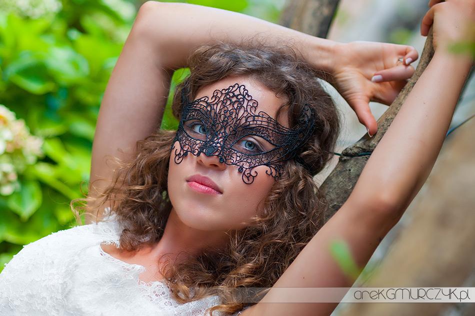 Panna Młoda w masce weneckiej