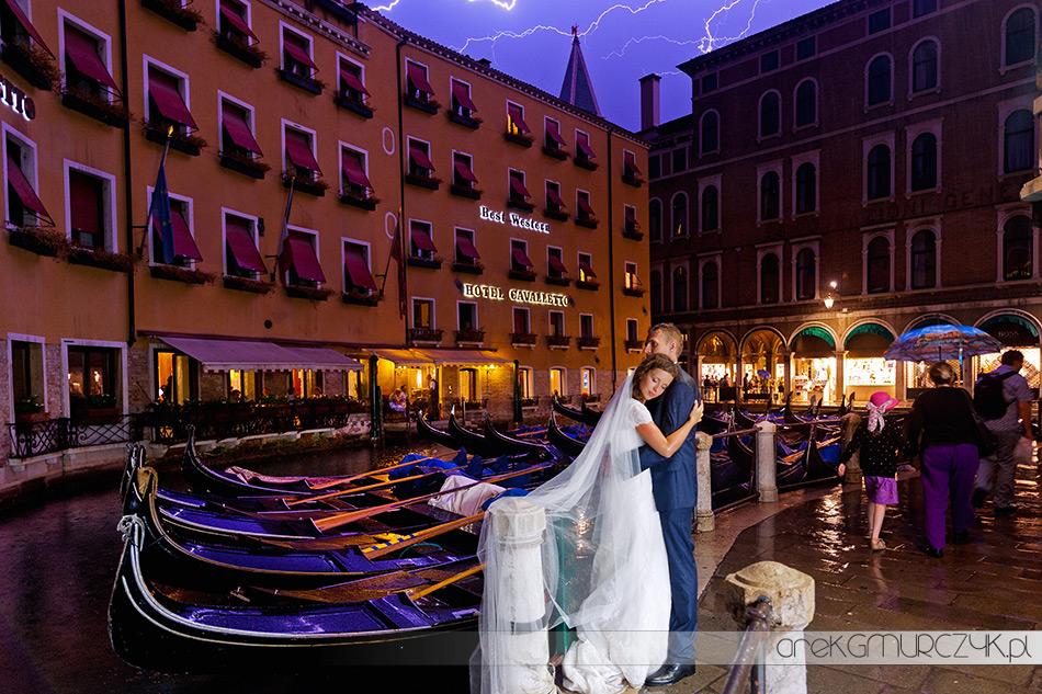 najlepsze zdjęcie ślubne, burza, pioruny, gondola...Wenecja