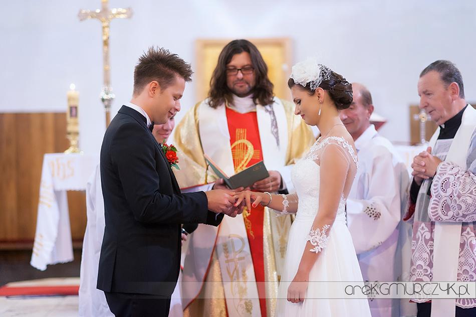 ślub, zakładanie obrączek