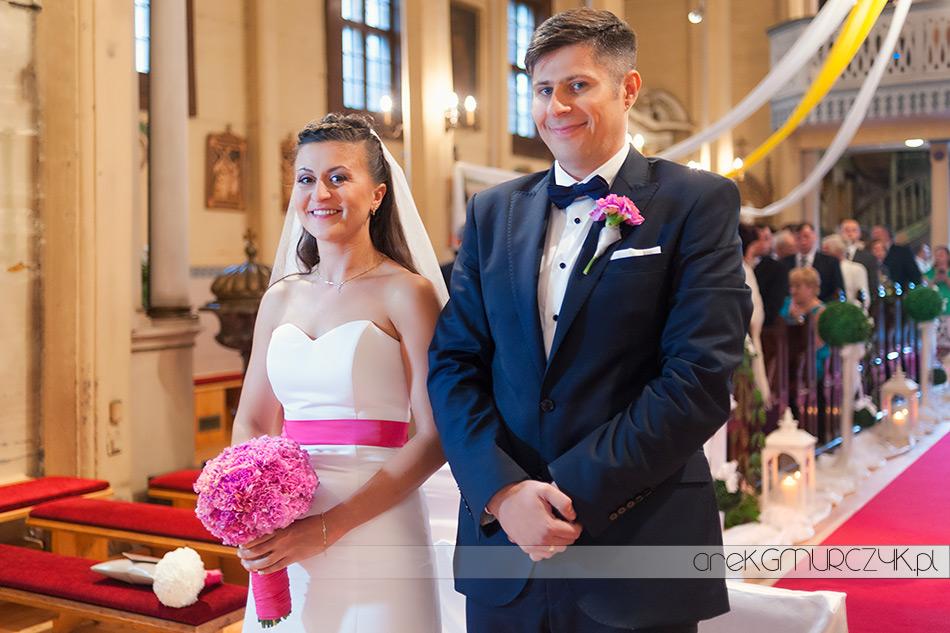 Agnieszka i Bartek, ślub w kościele w Łękach Kościelnych