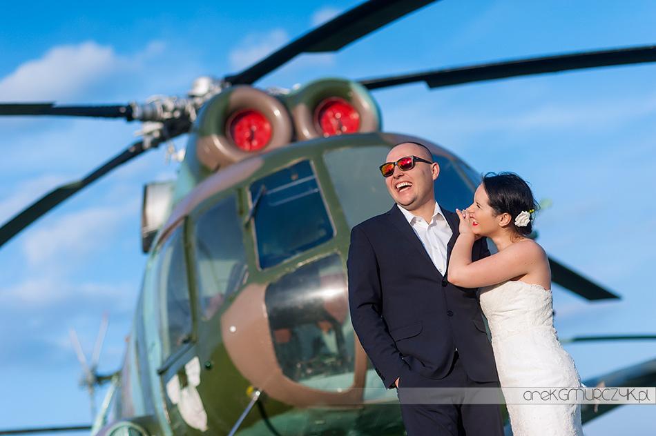 sesja ślubna na lotnisku