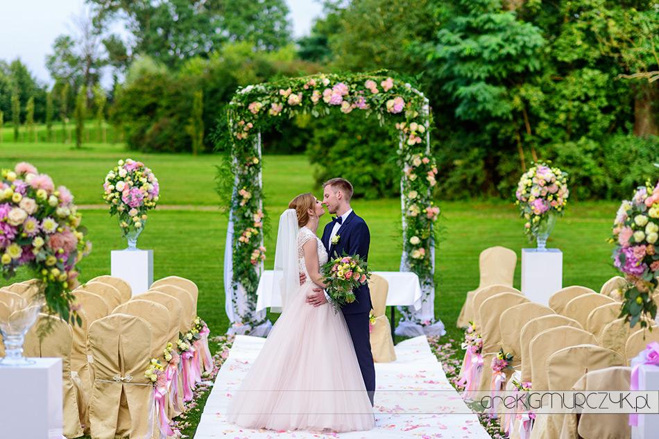 zdjęcia ślubne-ślub w plenerze