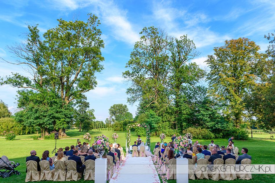 zdjęcia ze ślubu w plenerze, Pałac Łochów