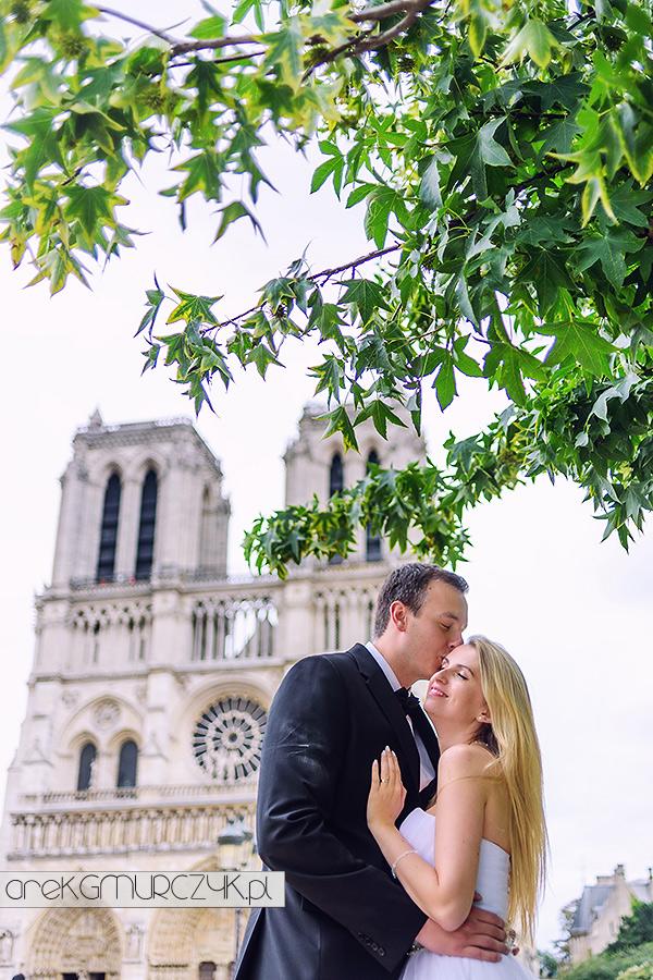 sesja ślubna w Paryżu pod Katedra Notre Dame