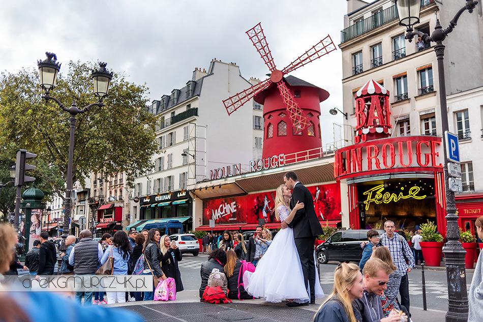 Moulin Rouge-sesja ślubna w Paryzu