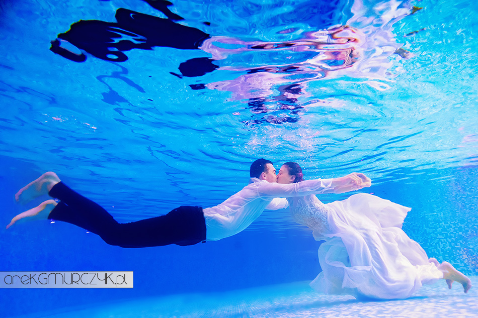 underwater wedding session