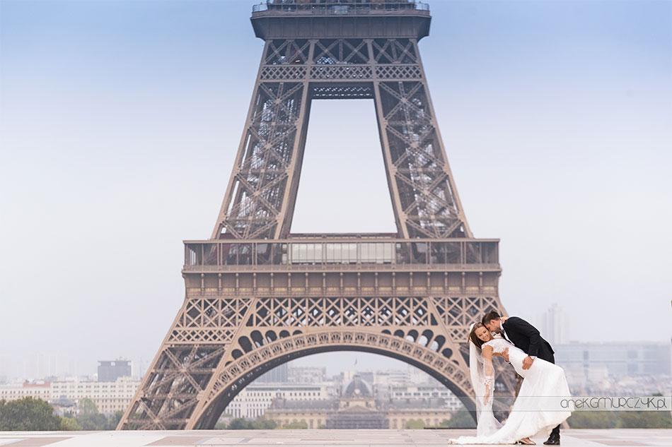 zdjęcia ślubne w Paryżu pod Wieżą Eiffla